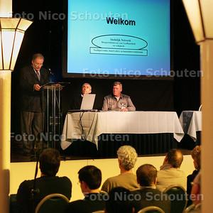 HC - INFORMATIEDAG BUURTPRERVENTIE IN CONCORDIA, inleidende toespraak van Deetman - DEN HAAG 26 FEBRUARI 2005 - FOTO NICO SCHOUTEN