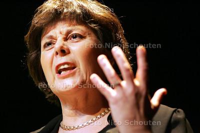 MINISTER RITA VERDONK TIJDEN BENEFIET VOOR SRI LANKA IN DILIGENTIA - DEN HAAG 16 FEBRUARI 2005 - FOTO NICO SCHOUTEN