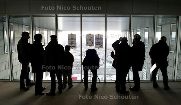 HC - OPENDAG PRINSENHOF, uitzicht bovenste kantoorlaag - DEN HAAG 22 JANUARI 2005 - FOTO NICO SCHOUTEN
