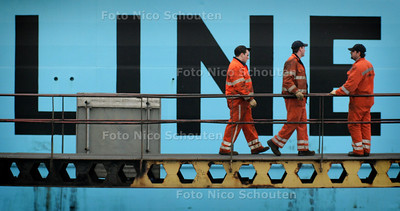 HC - AANLEGGEN SCHIP NORFOLK LINE - SCHEVENINGEN 10 JANUARI 2005 - FOTO NICO SCHOUTEN
