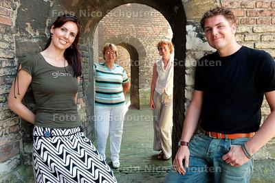 HC - MEDICINEWOMAN, vlnr Annemarie, Coby Marks, Trudi van der Wees em Manuel - DELFT 15 JULI 2005 - FOTO NICO SCHOUTEN