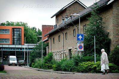 HC - VOORMALIG KLOOSTER VANDE WITTE PATERS - Op de achtegrond het woon- en zorgcentrum Marienpark - LEIDSCHENDAM 22 JULI 2005 - FOTO NICO SCHOUTEN
