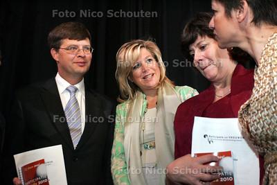 GPD - COMMISSIE PAVEM - Maxima heeft zojuist het rapport overhandigt aan Peter Balkenende en Rita Verdonk - DEN HAAG 9 JUNI 2005 - FOTO NICO SCHOUTEN