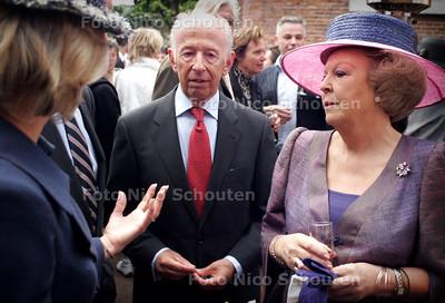 HC - RECEPTIE OPENING SCULPTUUR 2005 - bij verhaal Gijbert Spierenburg - DEN HAAG 7 JUNI 2005 - FOTO NICO SCHOUTEN