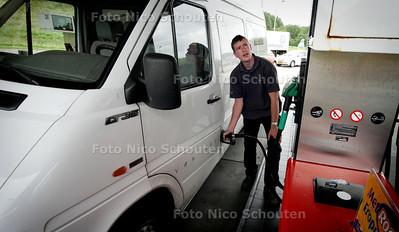 HC - BESTELBUSJE MET SNELHEIDSBEGRENZER, Ferry rijd al met een snelheidsbegrenzer ZOETERMEER 7 JUNI 2005 - FOTO NICO SCHOUTEN
