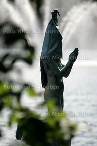 sculptuur 2005 - LITTLE SISTER - DEN HAAG 6 JUNI 2005 - FOTO NICO SCHOUTEN