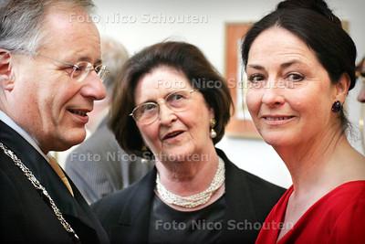 HC - OPENING EXPOSITIE KEESVERKADE, PULCHRI - vlnr Burgemeester Deetman, Mis Paul Gallico (Schoonmoeder van Verkade) en Mevr. Verkade - DEN HAAG 11 JUNI 2005 - FOTO NICO SCHOUTEN