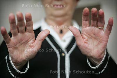 HC - MEVR. VAN LEEUWEN, MAGNETISEUR - LEIDSCHENDAM 17 MAART 2005 - FOTO NICO SCHOUTEN