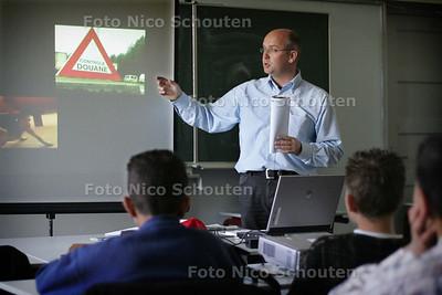 HC - DOUANEAMBTENAAR GERT VORSTEVELD OP WESTHAGE - DEN HAAG 18 MEI 2005 - FOTO NICO SCHOUTEN