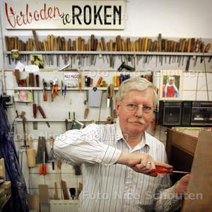 HC - MEUBELMAKER VAN MOESMAN - DEN HAAG 4 MEI 2005 - FOTO NICO SCHOUTEN