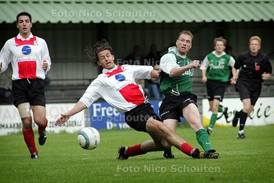 HC - HC CUP 1/4 FINALE, SCHEVENINGEN(ZAT) tegen HMSH - Deze bal gaat naast - DEN HAAG 10 MEI 2005 - FOTO NICO SCHOUTEN