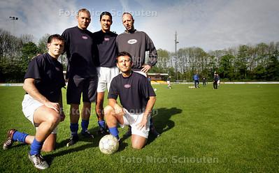 HC - SPELERS WILHELMUS - vlnr: Dennis Meere, Micha van Berkel, Hareld Scharroo, Felix Ruterman (achter) en Jacco v/d Kasteele(voor). Assistent trainer Piet v/d Valk wilde niet meewerken met de HC vanwege negatieve berichtgeving - VOORBURG 5 MEI 2005 - FOTO NICO SCHOUTEN