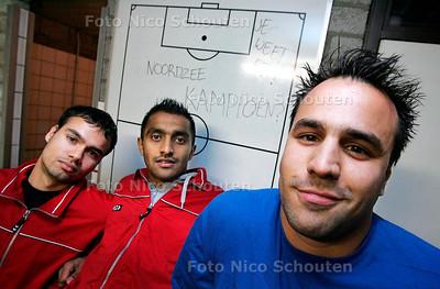 AD/HC - SANDRO TANANTINO (R), POERAN (M) ENDANNY RAMKISOEN, ZAALVOETBAL NOORDZEE - DEN HAAG 1 NOVEMBER 2005 - FOTO NICO SCHOUTEN