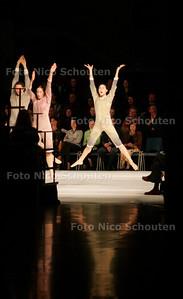AD/HC - Nederlandse première Mamootot door Batsheva Dance Company in het Stadhuis - DEN HAAG  4 NOVEMBER 2005 - FOTO NICO SCHOUTEN