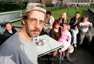 AD/HC - MEESTER MARTIN HIJKOOP, BUURTHUIS ORANJEPLEIN - DEN HAAG 26 OKTOBER 2005 - FOTO NICO SCHOUTEN