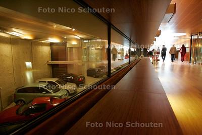 AD/HC -  SHELL NIEUWBOUW - Tunnel onder de straat - DEN HAAG 5 OKTOBER 2005 - FOTO NICO SCHOUTEN