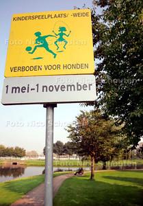 HC/AD - NOTENBOOMPARK, Dit stukje is verboden voor honden - VOORBURG 7 OKTOBER 2005 - FOTO NICO SCHOUTEN