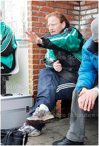 AD/HC - Interim-trainer van Wassenaar, Albert van Biezen, tijdens voetbalwedstrijd Loosduinen-Wassenaar - DEN HAAG 8 APRIL 2006 - FOTO NICO SCHOUTEN