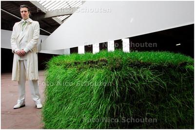 AD/HC - Haagse acteur Bas Muijs die in het toneelstuk ADO-Ajax speelt - DEN HAAG 20 APRIL 2006 - FOTO NICO SCHOUTEN