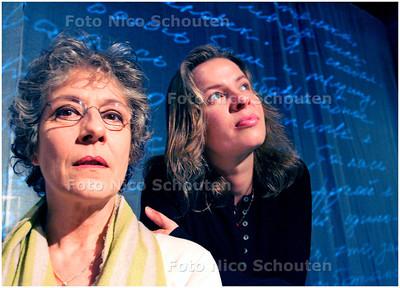 AD/HC - regisseuse Nataliya Golofastova (r) en actrice Catherine ten Bruggencate - DEN HAAG 21 APRIL 2006 - FOTO NICO SCHOUTEN