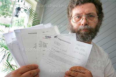 AD/HC - LONKANKER PATIENT Maarten Heemskerk -  heeft problemen met OHRA - DEN HAAG 8 AUGUSTUS 2006 - FOTO NICO SCHOUTEN