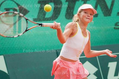 AD/Drechtsteden - 12 JARIGE TENNISSTER GABRIELA VAN DE GRAAF - Nederlandse Tennis Jeugdkampioenschappen - DEN HAAG7 AUGUSTUS 2006 - FOTO NICO SCHOUTEN