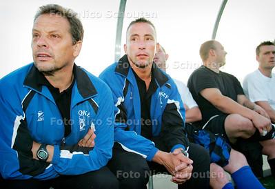 AD/HC - Vader en zoon GRUNHOLDZ - rechts de nieuwe trainer van HS Texas DZS;  EDWIN GRUNHOLDZ - DEN HAAG 8 AUGUSTUS 2006 - FOTO NICO SCHOUTEN