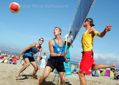 AD/HC - BEACHVOLLEYBALL COMPANJEN / VAN LAANEN - (Van Laanen met links met zonnebril) - DEN HAAG 19 AUGUSTUS 2006 - FOTO NICO SCHOUTEN