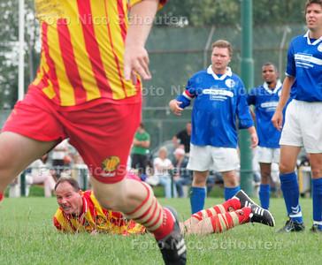 AD/HC - CELERITAS-ODB - Jan Beurze-toernooi - Celeritas aanvaller bijt in het gras na zijn zoveelste misser - DEN HAAG 13 AUGUSTUS 2006 - FOTO NICO SCHOUTEN