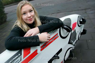 AD/HC - windsurfster Laura van der Blij - WASSENAAR 8 DECEMBER 2006 - FOTO NICO SCHOUTEN
