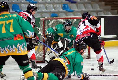 AD/HC - Wolves-Nijmegen actiefoto van de nieuwe Wolves-doelman Emil Lundgren - DEN HAAG 2 DECEMBER 2006 - FOTO NICO SCHOUTEN