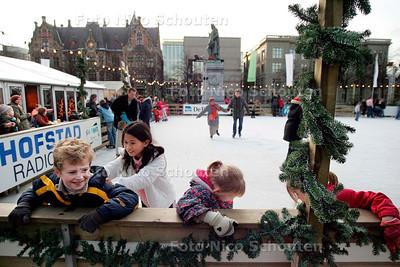 AD/HC - IJSBAAN OP HET PLEIN - DEN HAAG 10 DECEMBER 2006 - FOTO NICO SCHOUTEN