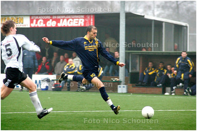 AD/HC - TONEGIDO tegen HAAGLANDIA - Haaglandia scoort 1-2 - VOORBURG 5 FEBRUARI 2006 - FOTO NICO SCHOUTEN