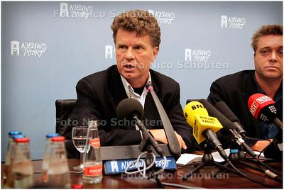 AD - JORIS DIETRICH TREED AF - DEN HAAG 3 FEBRUARI 2006 - FOTO NICO SCHOUTEN