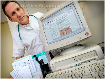 AD/HC - Dr. Froeling geeft uitleg over diagnose via Internet, RODE KRUISZIEKENHUIS - DEN HAAG 18 JANUARI 2006 - FOTO NICO SCHOUTEN