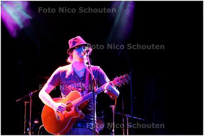 AD/HC - festival Sweetlake Rocks, Boerderij, Zanger/gitarist Mark van Foreasen - ZOETERMEER 14 JULI 22006 - FOTO NICO SCHOUTEN
