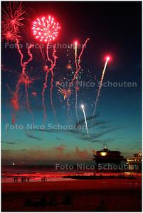 AD/HC - VUURWERK OP SCHEVENINGEN - 14 JULI 2006 - FOTO NICO SCHOUTEN