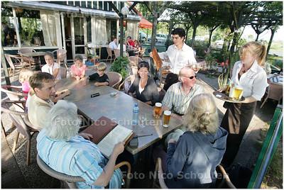 AD/HC - HET EILAND VAN OME NICK - VOORSCHOTEN 12 JULI 2006 - FOTO NICO SCHOUTEN