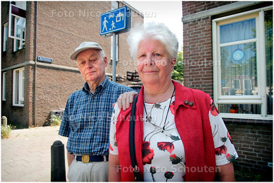 AD/HC - mevrouw Looijen de Munck, gortmolen, SOS RUBRIEK - DEN HAAG 3 JULI 2006 - FOTO NICO SCHOUTEN