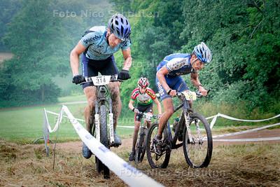 AD/HC - nationale mountainbikewedstrijd, nr 314 verrassend talent bij de kopgroep op een van de venijnige klimmetjes, Elsenburgerbos - RIJSWIJK 25 JUNI 2006 - FOTO NICO SCHOUTEN