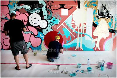 AD/HC - muurschildering ter opening van de tentoonstelling Dutch Masters - Street Art & Urban Painting in het GEM - DAN HAAG 29 JUNI 2006 - FOTO NICO SCHOUTEN