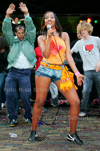 AD/HC - het Haags Ongekend Talent festival - Sambadinhas, Afrikaanse dans, Work-out met medewerking van publiek - DEN HAAG 23 JUNI 2006 - FOTO NICO SCHOUTEN