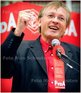 AD/HC - PVDA BIJEENKOMST, AFSCHEID PIERRE HEIJNEN (OP FOTO) EN JOHAN CHANDOE - DEN HAAG 5 MAART 2006 - FOTO NICO SCHOUTEN