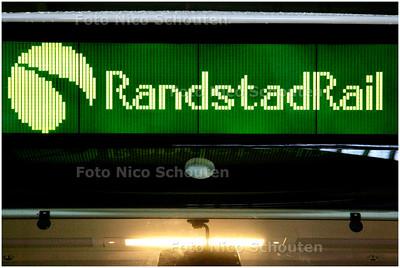 AD/HC - RANDSTADRAIL - Het eerste afgeleverde stel - DEN HAAG 1 MAART 2006 - FOTO NICO SCHOUTEN