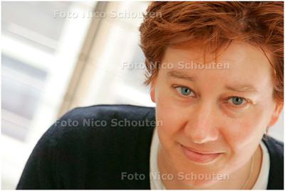 AD/HC - Judith Andries van vrouwencentrum Importante - DEN HAAG 3 MAART 2006 - FOTO NICO SCHOUTEN
