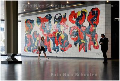 AD/HC - TEGELMOZAIEK KAREL APPEL CONGRESGEBOUW - DEN HAAG 5 MEI 2006 - FOTO NICO SCHOUTEN