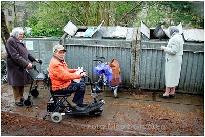 AD/HC - VUILCONTAINERPROBLEMEN verzorgingshuis landscheiding - DEN HAAG 1 MEI 2006 - FOTO NICO SCHOUTEN