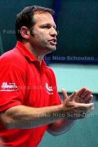 AD/HC - PATRICK VAN OLPHEN, TRAINER HELLAS DAMES - DEN HAAG 17 SEPTEMBER 2005 - FOTO NICO SCHOUTEN