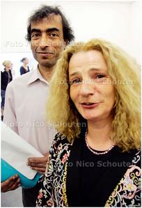 AD/HC - In Theater Pierrot oefenen buurtbewoners uit Laakkwartier aan een toneelstuk over armoede - regisseur(L) en initiatiefneemster Anita Schwaab - DEN HAAG 11 MEI 2006 - FOTO NICO SCHOUTEN