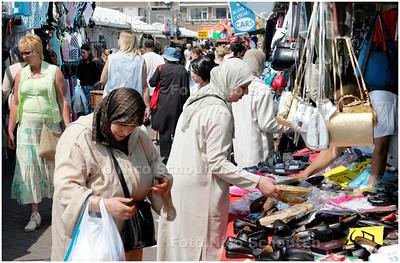 AD/HC - sfeerfoto van de Haagse Markt - DEN HAAG 12 MEI 2006 - FOTO NICO SCHOUTEN